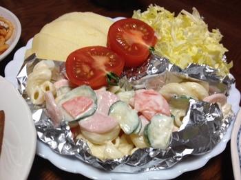 夕飯のフルーツとサラダ.JPG